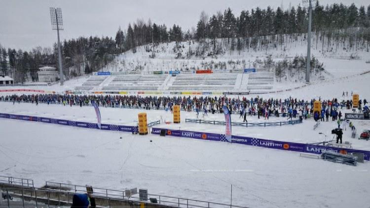Perinteisen Finlandia-hiihdon starttia odotellessa